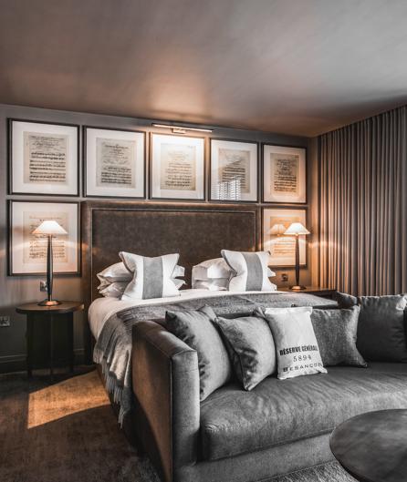 Dakota Hotel room image