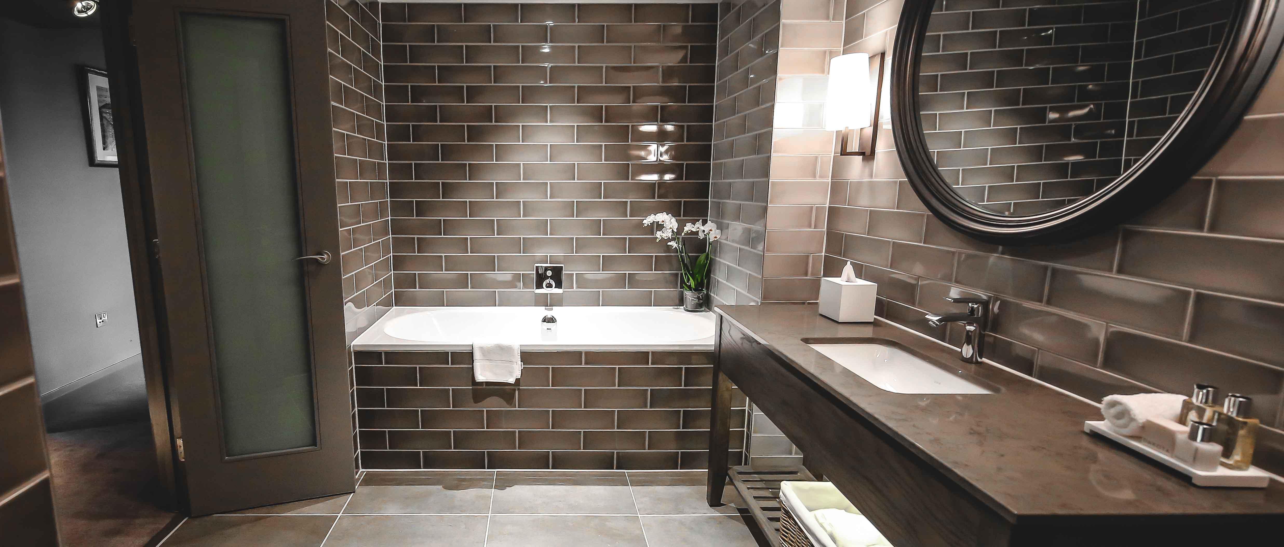 Dakota Glasgow bathroom suite
